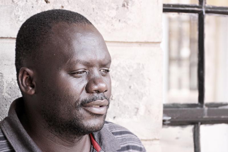 Portrait von Hamilton Ayiera Nyanga, dem Grüner der Ayiera-Initiative. © Tom Rübenach