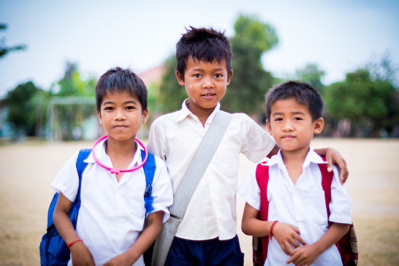 """Drei Kinder des Projektes """"Unterstützung für Kinder mit HIV/AIDS in Kambodscha"""" © http://newhopeforcambodianchildren.org/"""