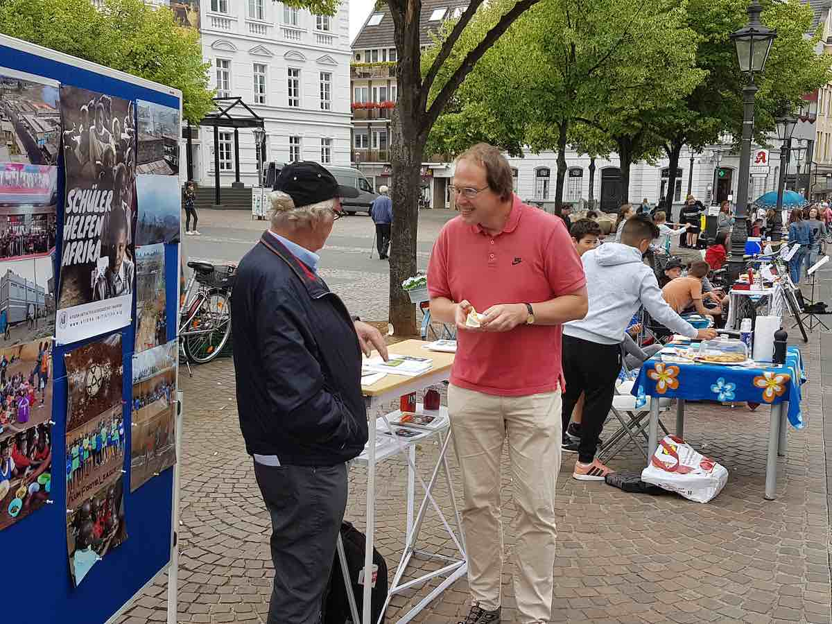 """""""Tag für Afrika"""" auf dem Marktplatz in Siegburg - Ein Blick auf die verschiedenen Stände"""