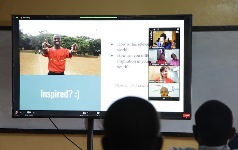 Bildschirm mit einer Videokonferenz beim Wettbewerb mit der Ayiera-Initiative. Photo © Ayiera-Initiative